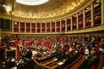 """Par 30 voix contre 28, l'Assemblée Nationale a adopté deux amendements ouvrant la voie à une """"licence légale"""" (Crédits : Ministère des Affaires étrangères)"""