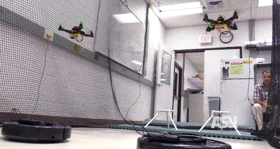 L'une des pistes envisagées pour exploiter cette interface neuronale est de créer des groupes hybrides de drones et de robots terrestres pour des missions de sauvetage. © Arizona State University