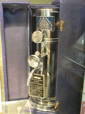 Fontaine au radium, pour irradier l'eau de boisson (Musée Curie, Paris)