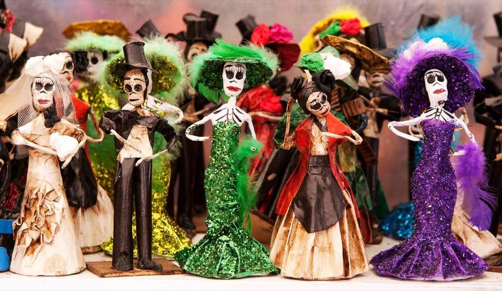 Au Mexique, la Catrina, figurine en papier mâché, est devenue au cours du XXe siècle, l'icône populaire de la fête des Morts et, par extension, de la culture mexicaine. © Tomas Castelazo, Wikimedia Commons, CC by-sa 3.0