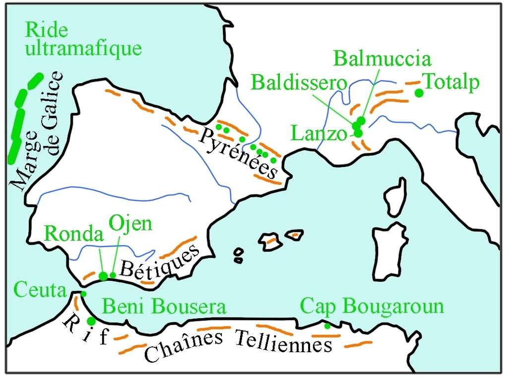 La carte ci-dessus présente la répartition des principaux massifs de péridotites (en vert) dans les chaînes alpines et le long de la marge de Galice. Ces massifs constituent des alignements le long d'accidents majeurs : ligne insubrienne et zone nord-pyrénéenne par exemple. © DR