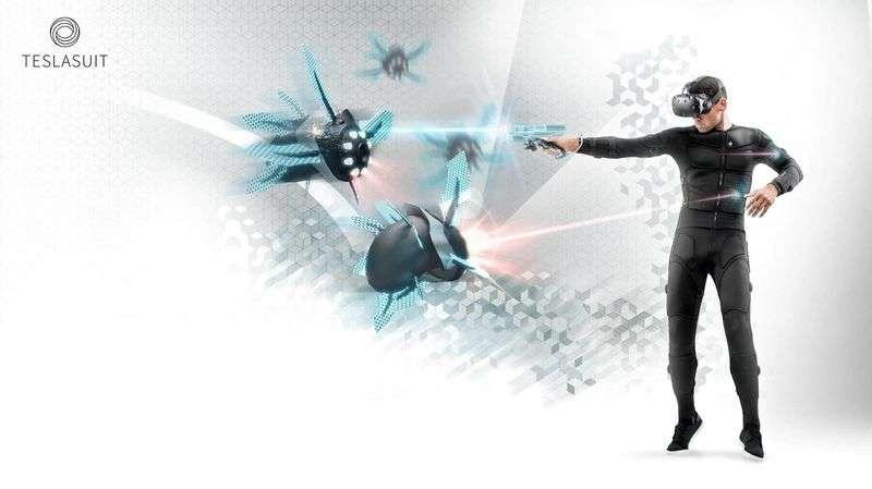 Une combinaison comme le Teslasuit renforce le côté immersif de la réalité virtuelle grâce à des capteurs de mouvement et des électrodes intégrées. Ces dernières exercent un retour haptique, permettant de ressentir physiquement les objets que l'utilisateur touche ou les coups qui lui sont portés dans un jeu vidéo. © Tesla Studios