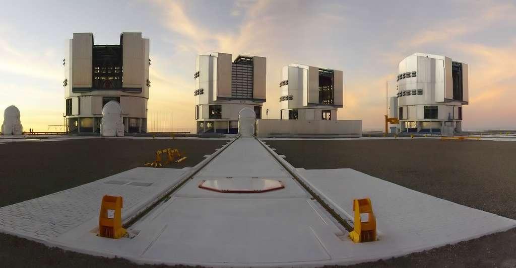 Découvrira-t-on un jour la vraie nature de l'énergie noire ? Ici, Le VLT (Very large telescope), au Chili. © Fmillour, CC by-sa 3.0