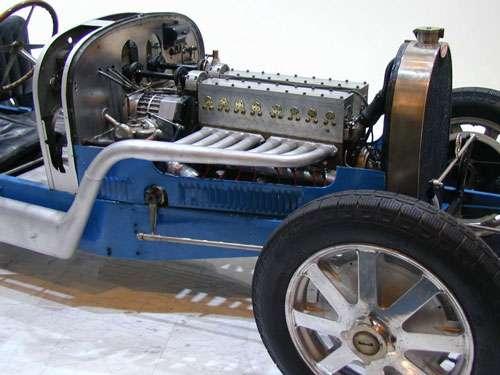 Le moteur d'une Bugatti 16 soupapes. © Gérard Delafond, license version 1.2 or any later