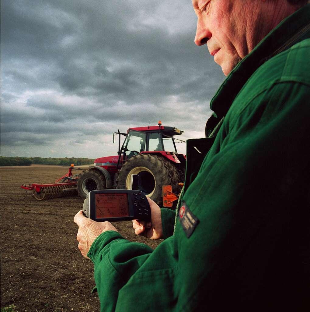 Le secteur de l'agriculture bénéficie également de l'apport des satellites. Ils sont notamment utilisés pour la surveillance des cultures, le contrôle des surfaces et de l'occupation des sols, l'irrigation et la gestion des cultures en engrais et produits phytosanitaires. © ESA, P. Sebirot