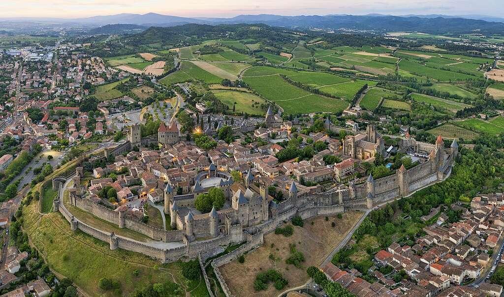 Vue aérienne de la cité médiévale de Carcassonne. © Chensiyuan, Wikimedia Commons, CC by-sa 4.0