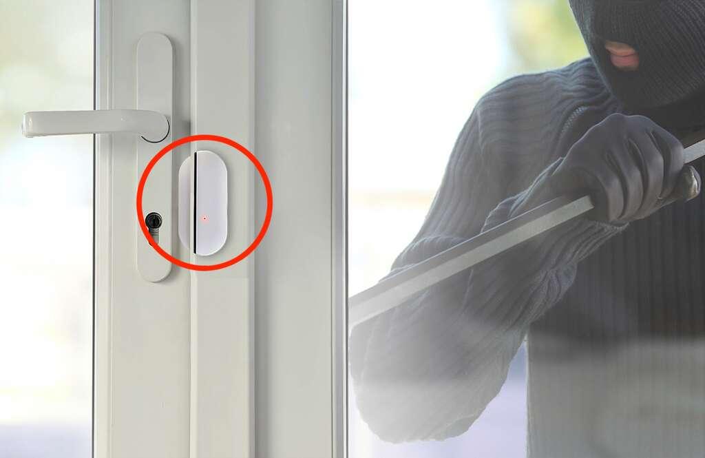 À la moindre tentative d'intrusion, le contact se rompt entre les deux composants du détecteur d'ouverture, ce qui alerte aussitôt la centrale. © Atlantic's