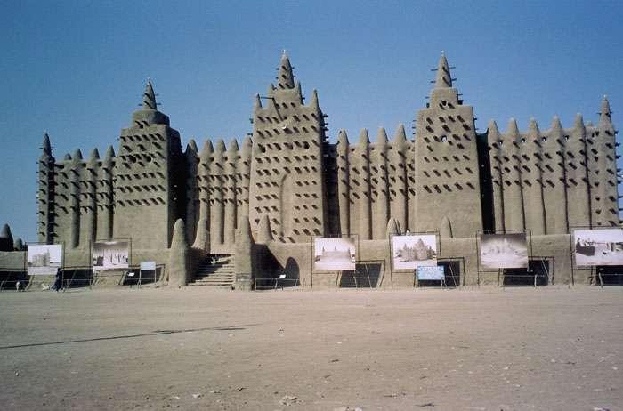 La grande mosquée de Djenné, en terre crue, au Mali