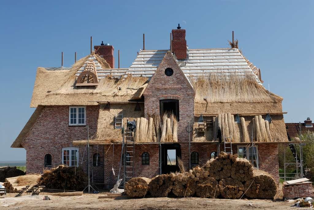 La paille de seigle est utilisée pour recouvrir les toits. © prodigeo.fr