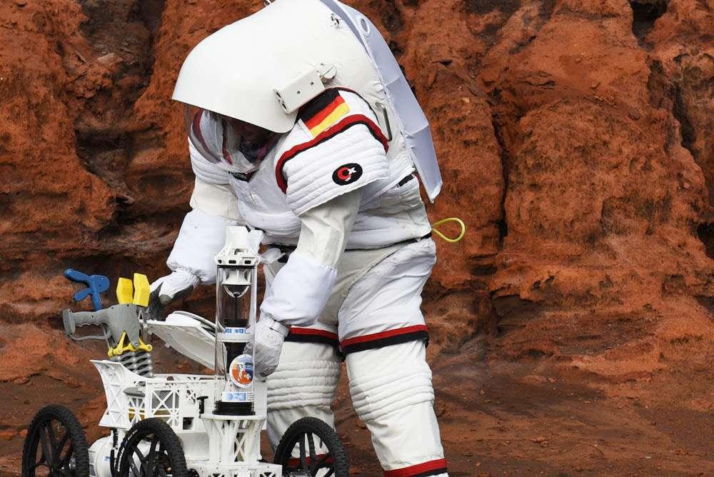 Une mission de plus pour les prochains à partir sur la Lune : ramasser les excréments. © Comex