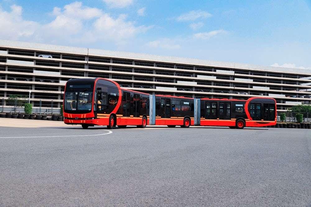 Le K12A est le premier bus électrique doté de 4 roues motrices. © BYD