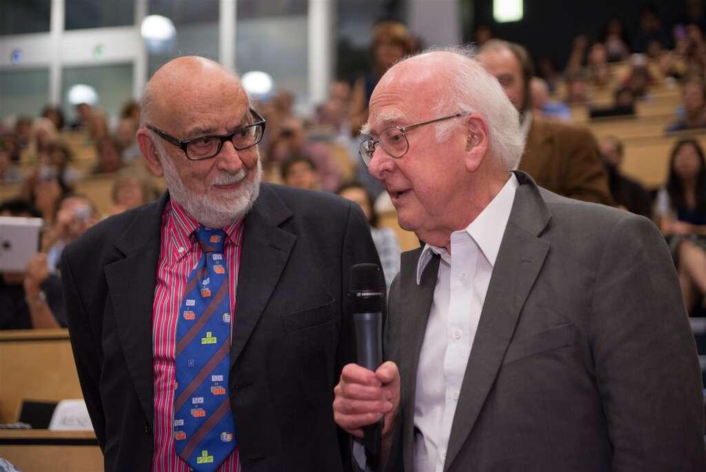 François Englert (à gauche), malheureusement sans Robert Brout, a rencontré Peter Higgs pour la première fois au Cern, le 4 juillet 2012. © Maximilien Brice, Laurent Egli/Cern