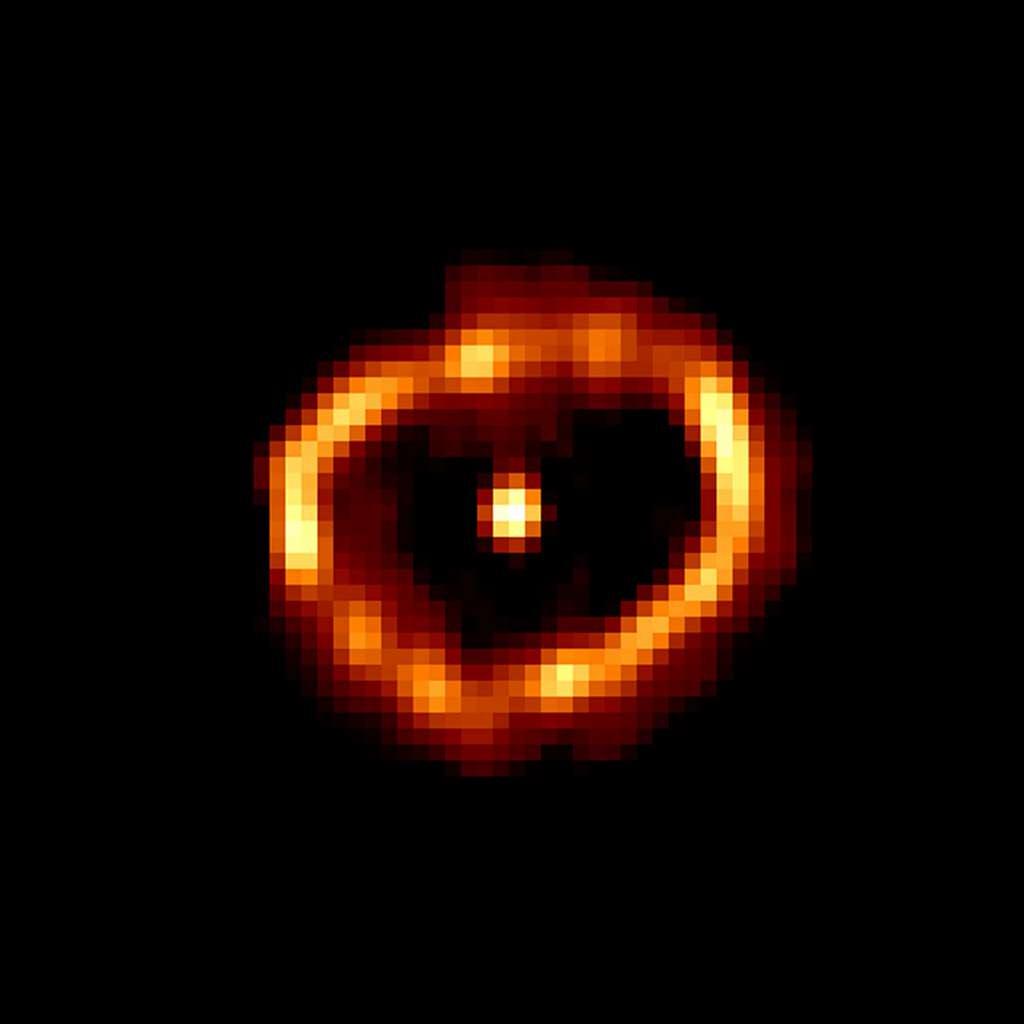 Autre exemple de nova : Cygni 1992, entourée par une bulle de matière causée par son explosion passée. © Nasa, ESA