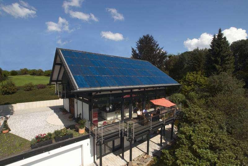 Installation photovoltaïque autonome capable de couvrir tous les besoins de la maison. © Solar World
