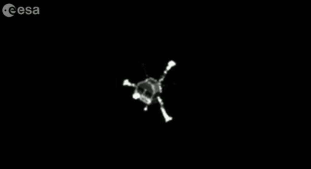 Le robot Philae, avec les jambes du train d'atterrissage déployées, photographié jeudi 12 novembre 2014 durant sa descente depuis la sonde spatiale Rosetta. © Esa