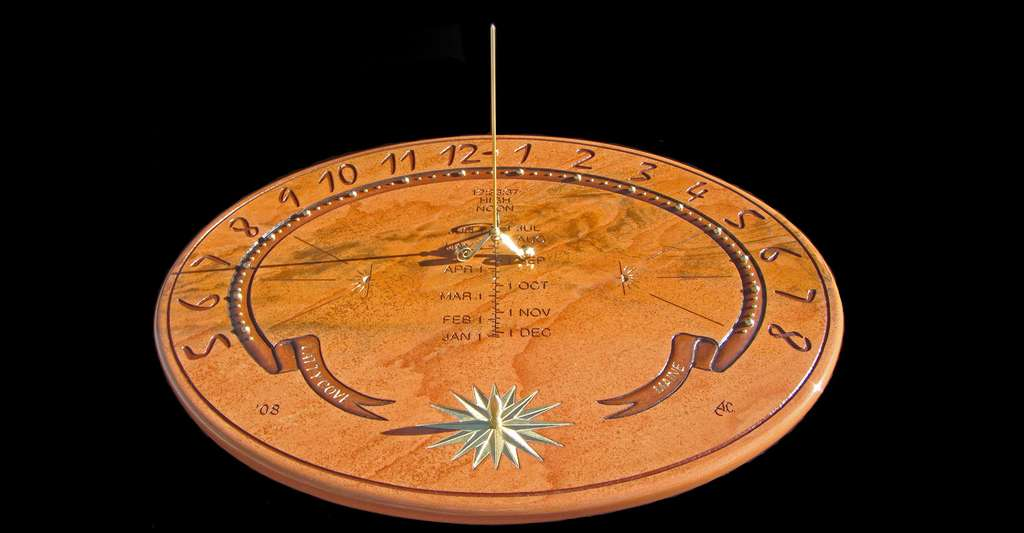 Cadran solaire par John Carmichael. On peut voir les marqueurs saisonniers appelés « Points Bailey ». © John Carmichael, Domaine public