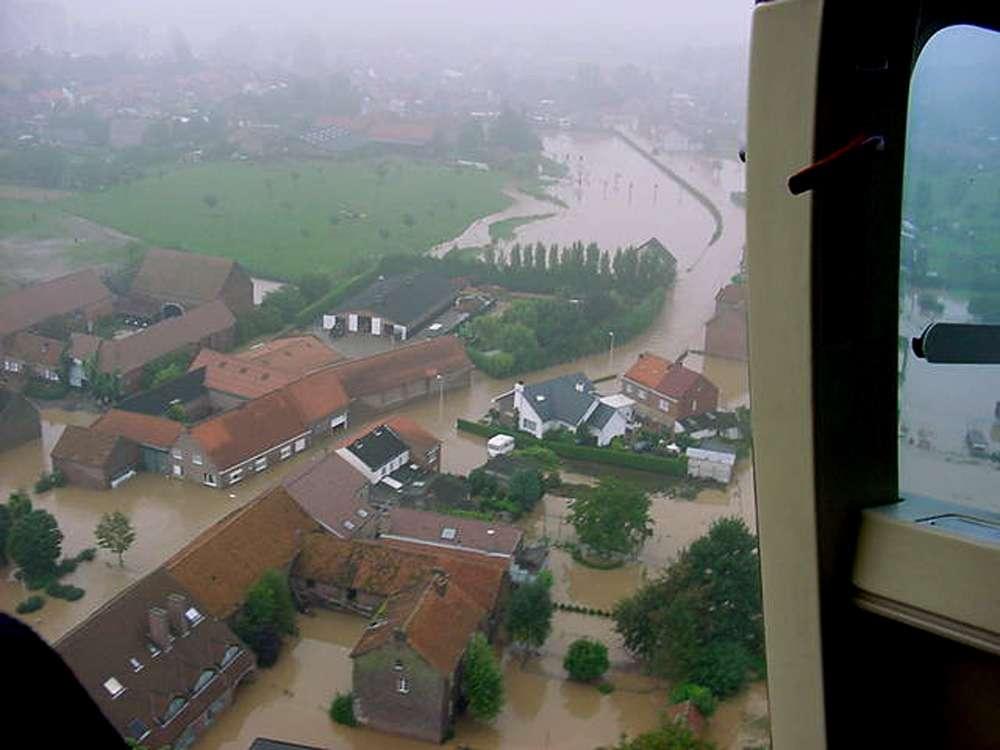 Une inondation boueuse dans le Limbourg belge. © Karel Vandaele (Watering van Sint-Truiden)