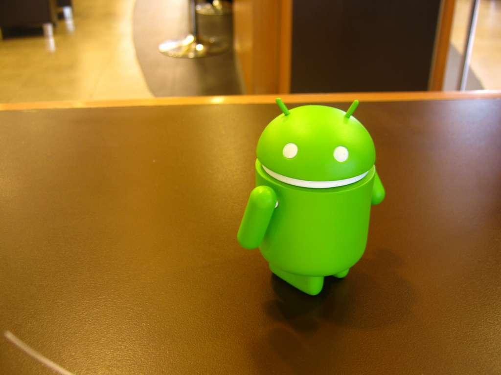 Google songe à piloter des robots à partir de son système d'exploitation mobile Android. De nombreuses sociétés utilisent cet OS pour des prototypes ou de l'innovation à bas coût. © Neko Neko Nya CC
