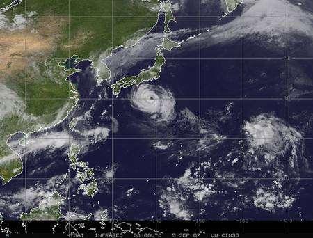 Le typhon Fitow au sud du Japon (Crédit : CIMSS).