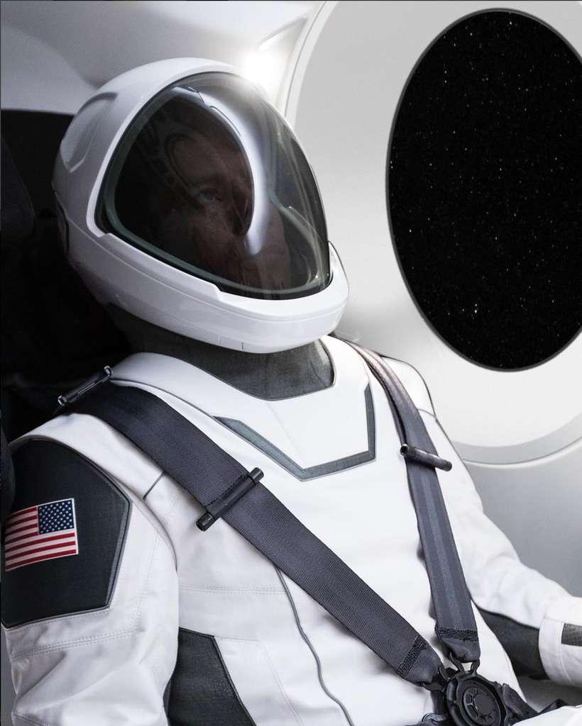 La combinaison spatiale révélée par Elon Musk. © SpaceX
