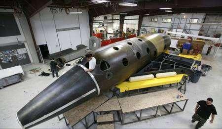 Vaisseau suborbital SpaceShipTwo en cours d'assemblage. Crédit Virgin Galactic