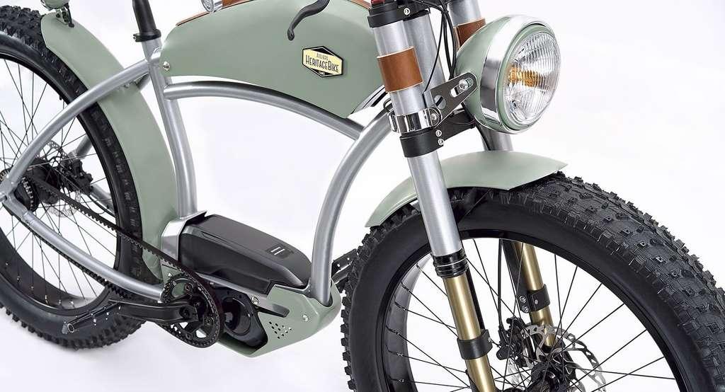 L'intégration conjointe en position centrale de la batterie et du moteur électrique permet d'abaisser le centre de gravité du vélo et d'obtenir une bonne répartition des masses, dixit Ateliers Heritagebike. © Ateliers Heritagebike
