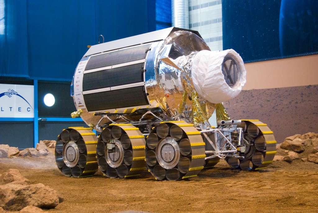 Ce prototype n'est pas à l'échelle. Il est plus petit que le modèle de vol qui sera long de 5 m, haut de 4 m avec un diamètre de 3,8 m. Quant à sa masse, elle avoisinera les 8 tonnes. © Remy Decourt