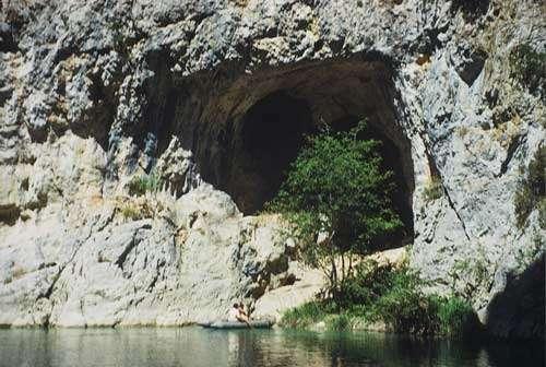 Grotte de la Baume de l'eau © Jean Courtin