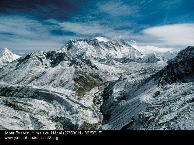 Mont Everest, Himalaya, Népal (27°59' N – 86°56' E).