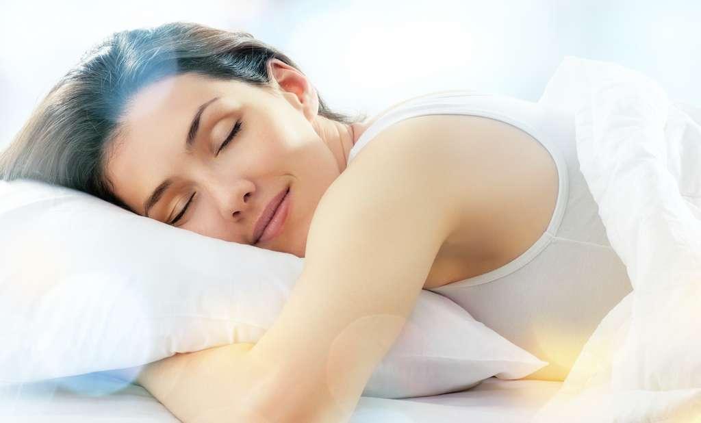 Pour un sommeil de qualité, l'Organisation mondiale de la Santé (OMS) recommande un niveau sonore de 30 dB en moyenne pendant la nuit. © Konstantin Yuganov, Adobe Stock