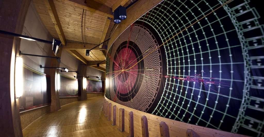 Une fresque de 53 m de long et 6 m de hauteur est installée le long de la rampe du Globe au Cern. © Maximilien Brice, Cern