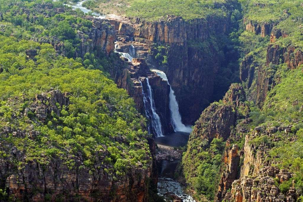 Deux cascades dans le parc national de Kakadu, dans le Territoire du Nord, en Australie. Le plus grand parc du pays offre aussi de somptueux paysages côtiers.
