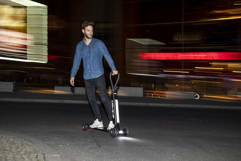 The e-tron Scooter is equipped with a Led lighting system and a hydraulic foot brake.  © Audi