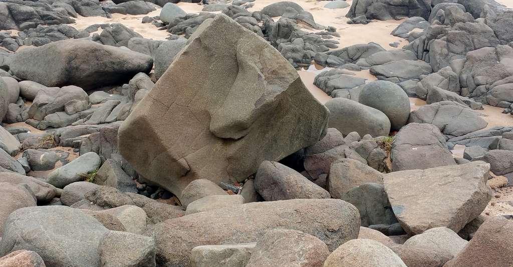 Que date-t-on lorsque l'on calcule l'âge d'une roche : l'âge de son refroidissement ou bien celui de son métamorphisme ? © Deavmi, CC by-nc 3.0