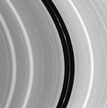 Des 'noeuds' dans les anneaux de Saturne