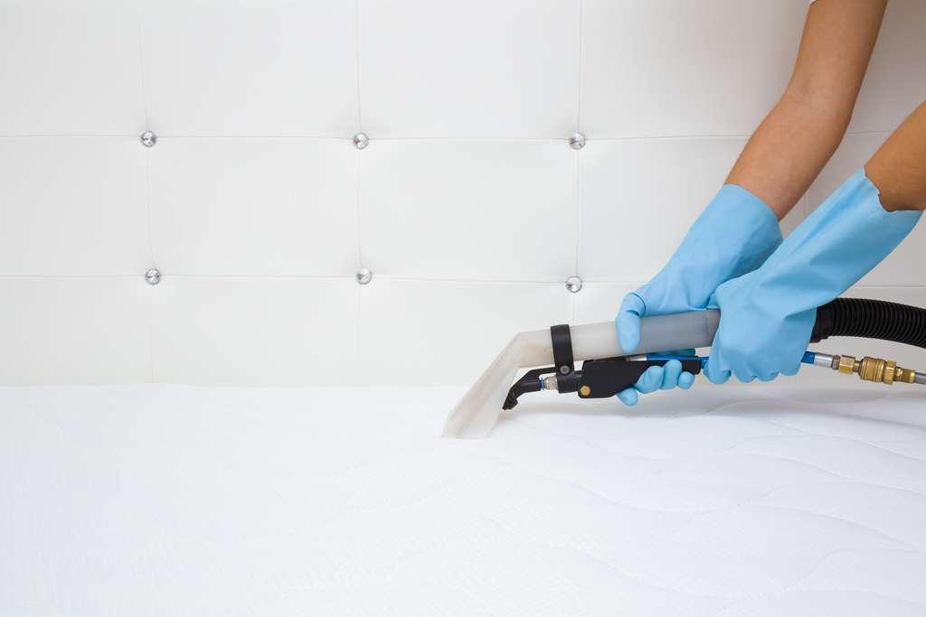 Le bicarbonate de soude associé à l'eau oxygénée permet de détacher un matelas. © fotoduets, Adobe Stock