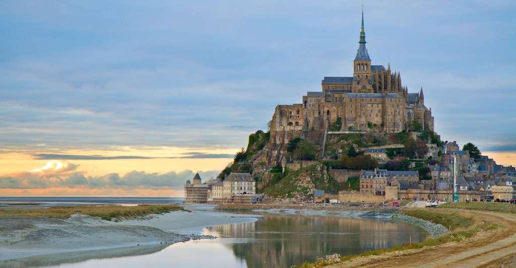 Le Mont-Saint-Michel se situe dans le département de la Manche, en Basse-Normandie. © Neifry, Shutterstock