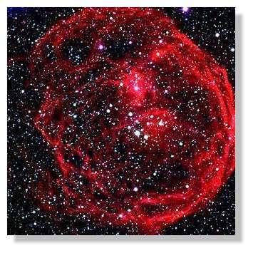 Une image du VLT de la nébuleuse N 70, résidu d'une explosion de supernova. Ce type de nébuleuse ensemence le milieu interstellaire en éléments lourds qui produiront plus tard les planètes et la vie. © ESO/VLT
