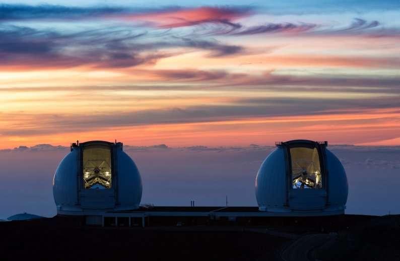 Les jumeaux Keck I et Keck II sur le sommet du mont Mauna Kea, à Hawaï. © Ethan Tweedie, Photo Gallery W.M. Keck Observatory