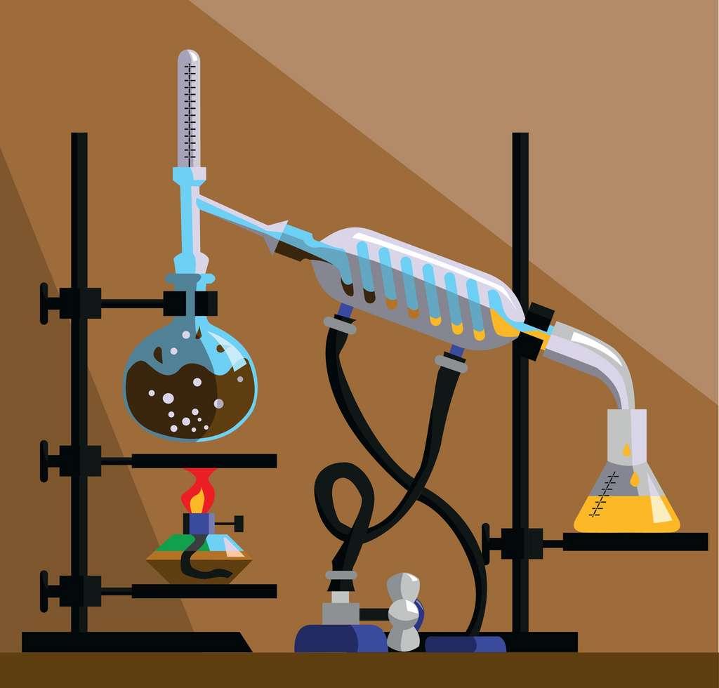 La distillation consiste à chauffer un liquide pour en extraire une substance sous forme de vapeur condensée. © 13fosgen, Fotolia