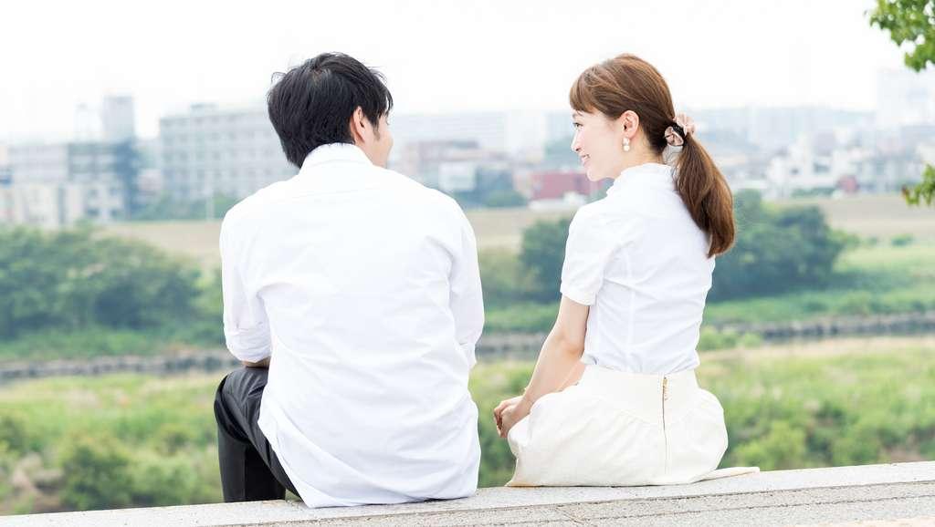 Au Japon, il est de bon ton de marquer quelques secondes de pause à chaque fois que l'on prend la parole dans une conversation. © chachamal, Adobe Stock