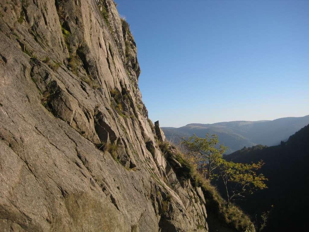 Les Vosges sont un massif montagneux qui s'étend, côté est en Alsace, côté ouest en Lorraine et au sud en Franche-Comté. La vallée de Munster offre de nombreux sentiers de randonnées. © HS, CC BY-NC-ND 2.0