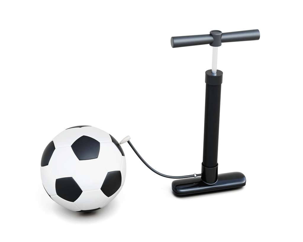 Pour savoir combien pèse l'air, vous pouvez réaliser une petite expérience à l'aide d'un ballon et d'une pompe. © 3DMAVR, Shutterstock