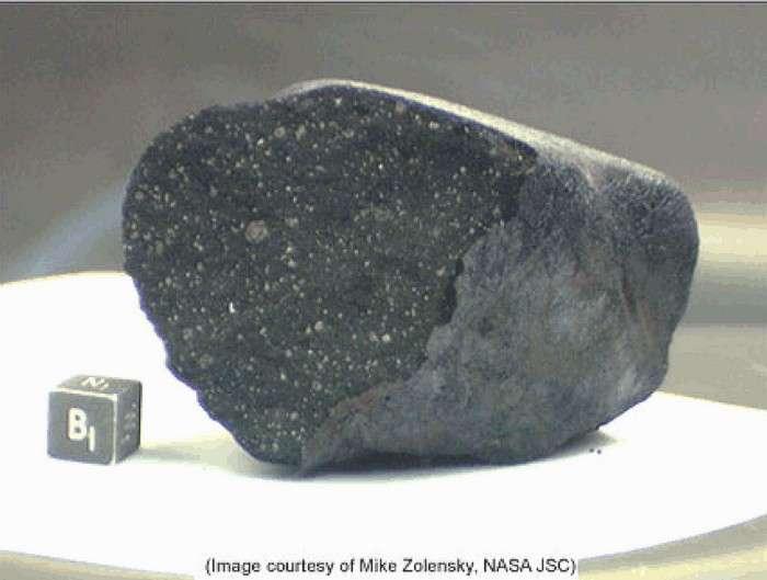 En janvier 2000 les scientifiques avaient récupéré de nombreux fragments de chondrites carbonées après la désintégration d'un bolide au-dessus d'un lac gelé au Canada. © Nasa/Planetary Science Research Discoveries