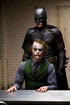 cliquez pour agrandir. Le chevalier noir et le Joker. Crédit : Warner Bross.