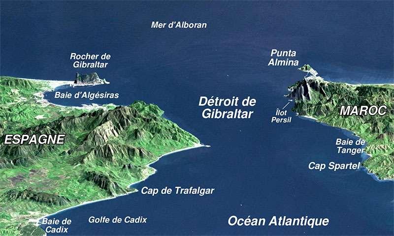 Vue en perspective du détroit de Gibraltar, ouvrant sur la mer Méditerranée, avec l'Afrique (Maroc) à droite et l'Europe (Espagne) à gauche. © Sémhur, Wikimedia commons, CC by-sa 3.0