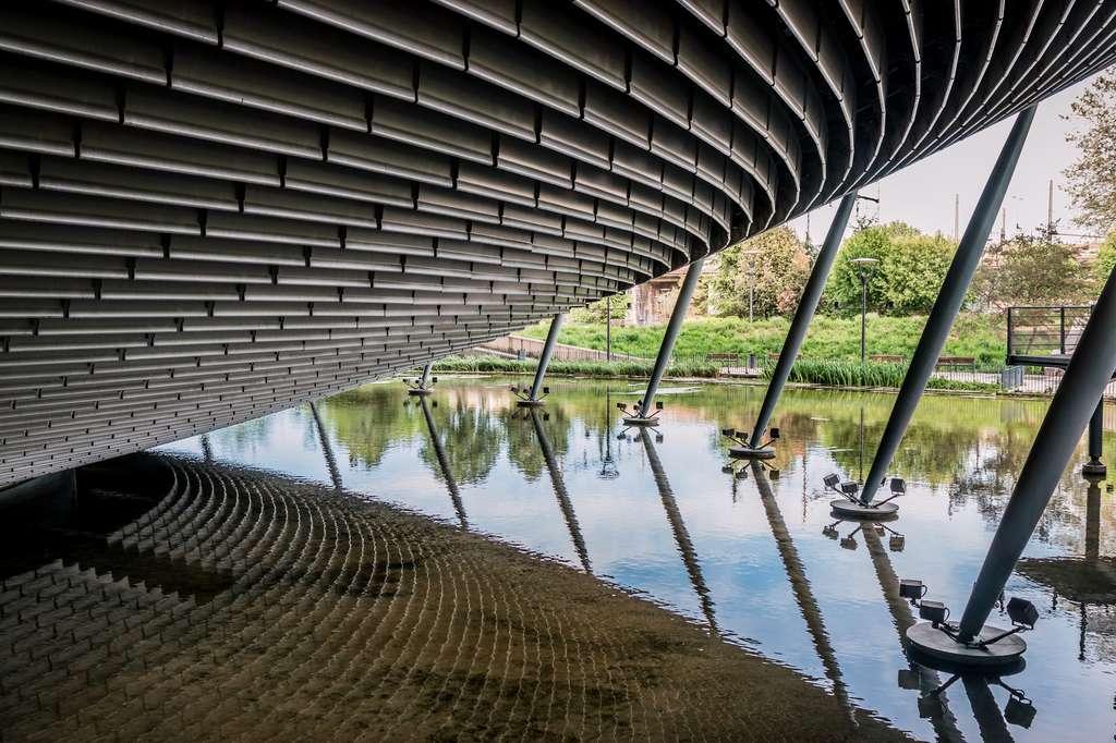 L'architecture de la salle de spectacles « immergée dans la nature du parc ». © MangAllyPop@ER, Fotolia