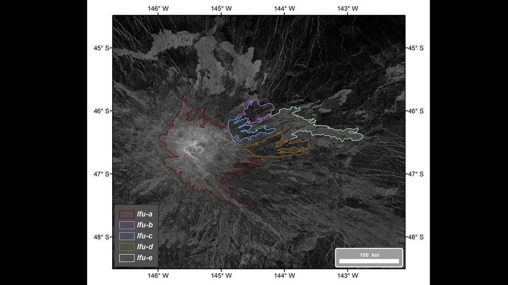 Cinq coulées de lave (lava flow unit ou lFU) sont identifiées dans les images radar de Magellan autour du volcan Idunn Mons. Elles sont indiquées sur cette image par des contours colorés. © Nasa, ESA, DLR
