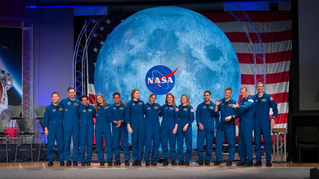 Les 13 astronautes de la promotion 2017 de la Nasa et l'Agence spatiale canadienne. © Nasa