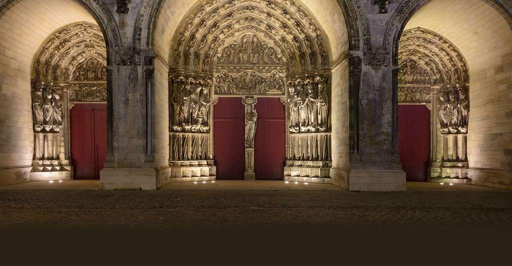 Détails des entrées de la Cathédrale de Laon. © Uoaei1, Wikimedia commons, CC by-sa 4.0
